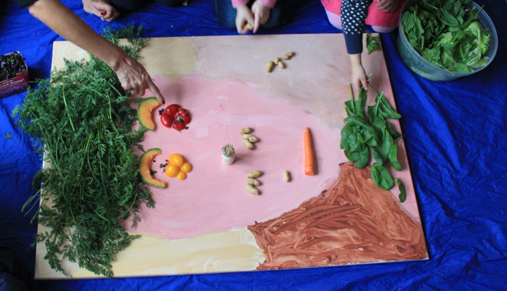 Tischlein deck dich! Essen & Kunst Gesicht aus Gemüse und Früchten